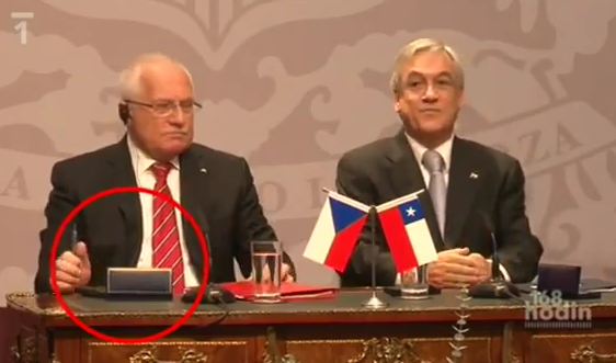 Video: Czech Prez Swipes Chilean President Sebastián Piñera's pen