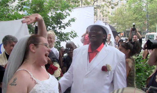 Video: Latinos among First Gay Marriages performed in New York City