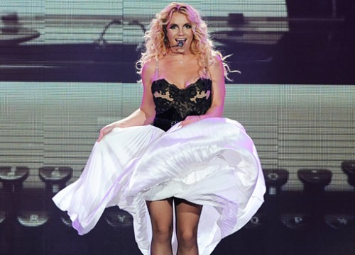 britney-spears-femme-fatale-tour-500x360 (1)