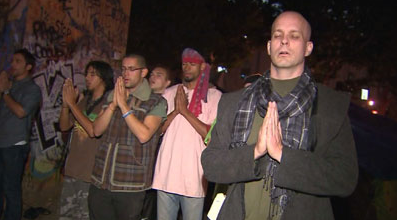 Livestream: Occupy Los Angeles & Philly Brace for Police Action