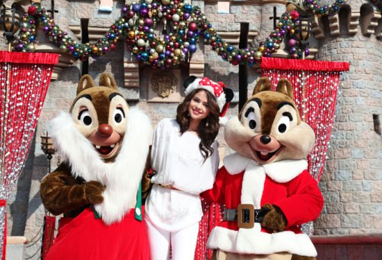WorldView Video: Selena Gomez – 'Winter Wonderland'
