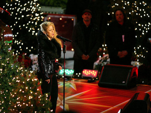 WorldView Video: Shakira Performing 'Santa Baby'