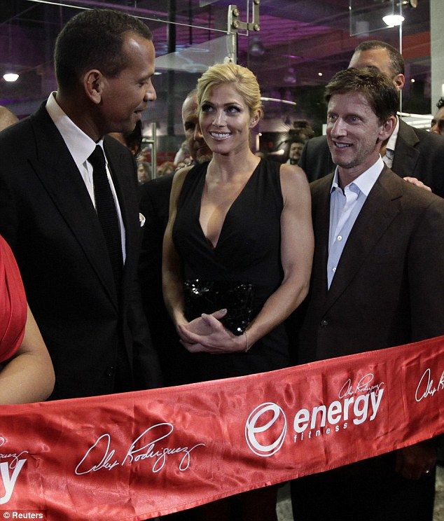 article 2089268 116054EB000005DC 856 634x744 A Rod and Torrie Wilson Make Public Debut in Mexico City