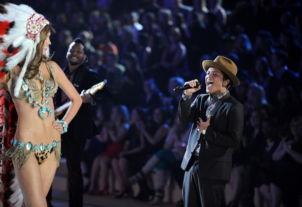 WorldView: Bruno Mars Performs 'Young Girls' And 'Locked Out Of Heaven' On Victoria's Secret Fashion Show 2012