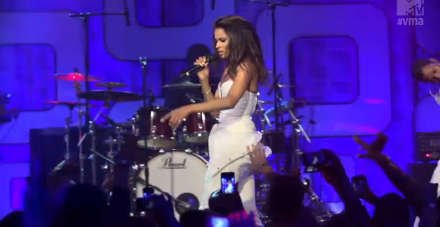 Ciara Performs 'Body Party' For 'Cover Girl's VMA Concert""