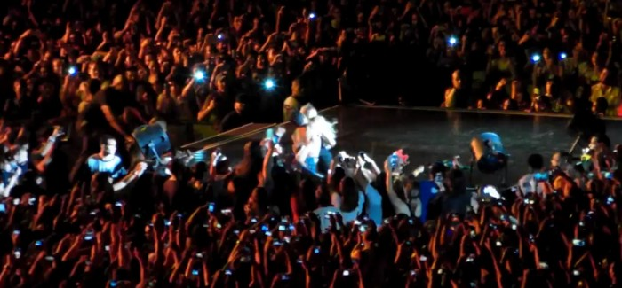 Beyoncé Almost Pulled Off Stage By Fan In Brazil