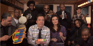 "Video: Jimmy Fallon, Idina Menzel & The Roots Sing ""Let It Go"" from ""Frozen"" (w/ Classroom Instruments)"